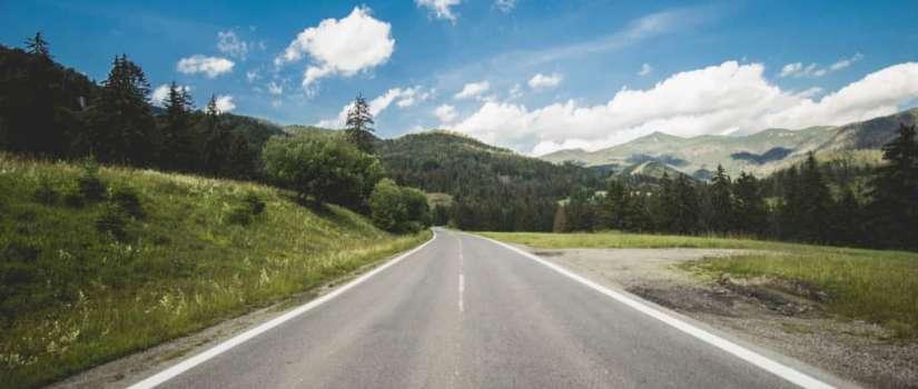 Uizicht over snelweg in Slowakije