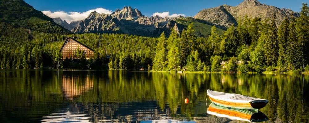 Štrbské Pleso uitzicht met boot