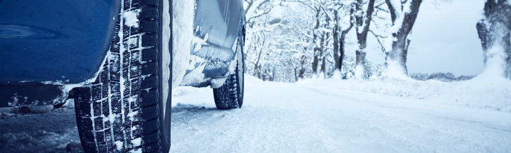 autorijden door sneeuw