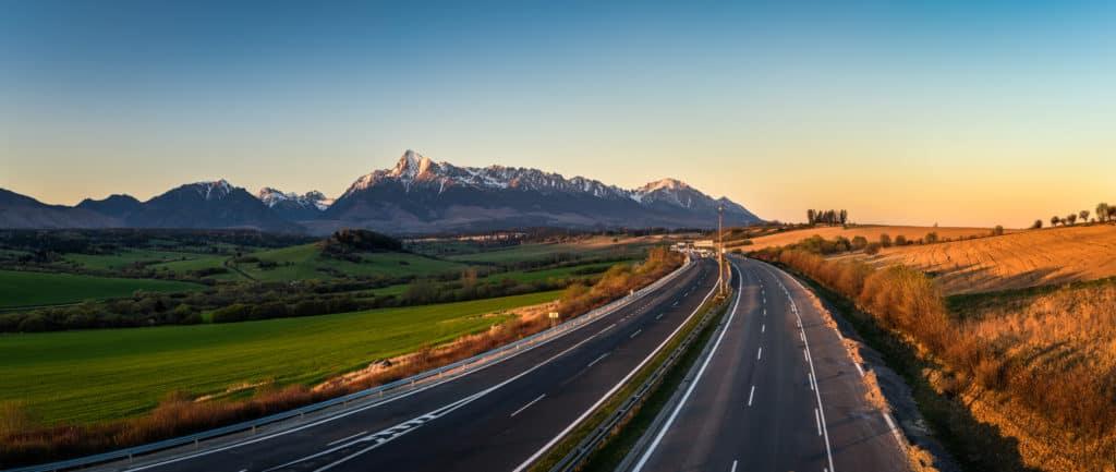 autoweg door het tatra gebergte in slowakije